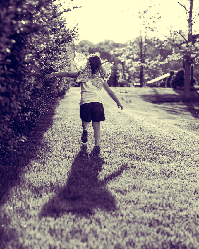 Photo of little girl running at Wyebrook farm in Honeybrook Pa from family photo session